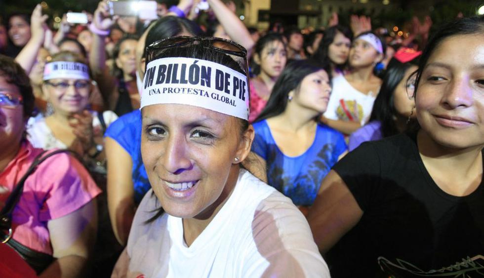 Peruanos bailaron para rechazar la violencia contra la mujer - 1