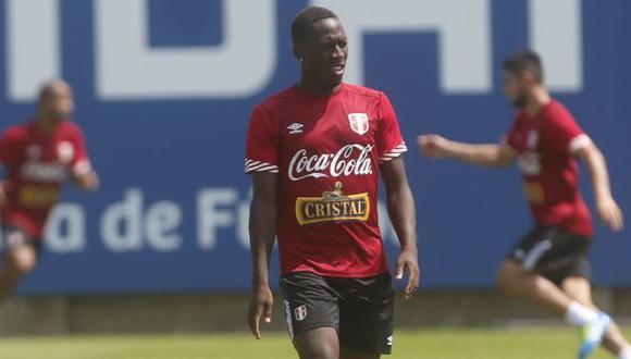 Selección: FPF confirmó lesión y desconvocó a Luis Advíncula