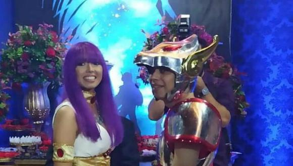 Unos jóvenes se casaron rindiéndole tributo al anime 'Los Caballeros del Zodiaco'. Las imágenes de la ceremonia se volvieron virales. (Foto: Facebook)