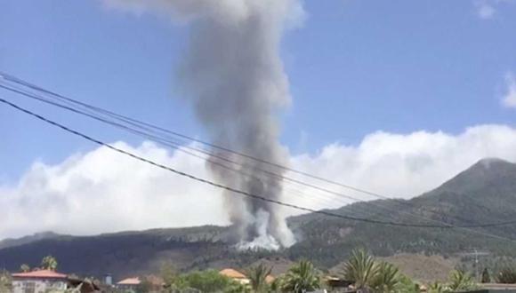 """""""Hay tiempo de comer"""", la divertida reacción de un vecino de La Palma frente a la erupción del volcán (Foto: Twitter)"""