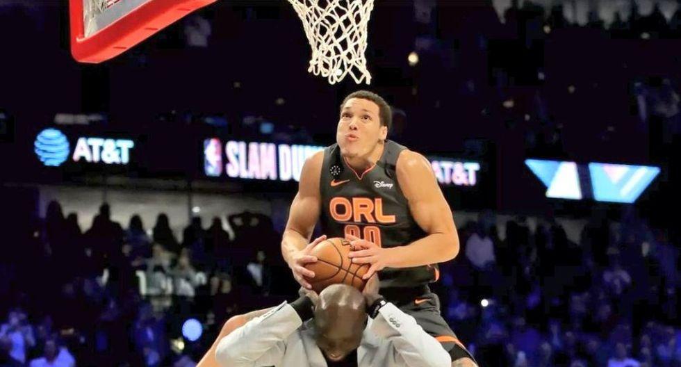 Aaron Gordon logró una exhibición casi perfecta durante el Concurso de Clavadas del All Star NBA; sin embargo sus grandes volcadas no fueron suficientes. (Foto: AP)
