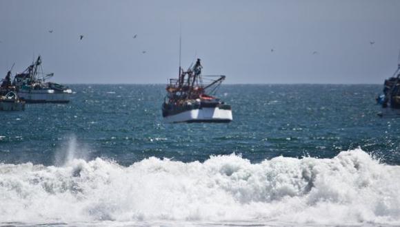 Puerto de Salaverry se mantiene cerrado por fuerte oleaje