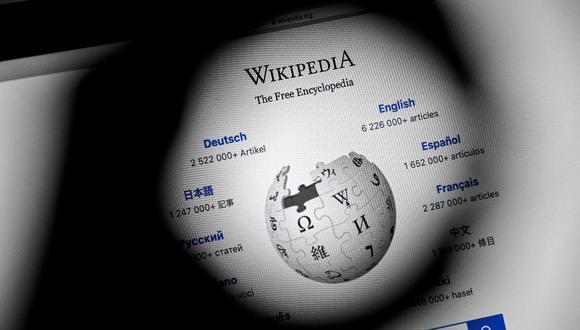 Una imagen de primer plano muestra la portada de la enciclopedia en línea Wikipedia en una computadora móvil, en Colonia, Alemania, el 13 de enero de 2021. (EFE/EPA/SASCHA STEINBACH).