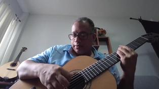 Brasileño convierte restos de incendios en instrumentos musicales