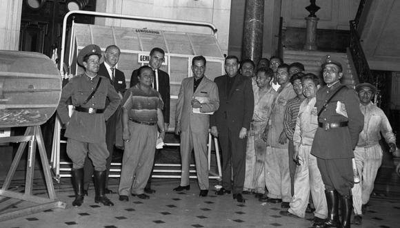 """Hace 60 años los trabajadores y periodistas de El Comercio creyeron estar soñando cuando vieron a """"Cantinflas"""" entrar al diario minutos después de las 6 de la mañana. (Foto: GEC Archivo Histórico)"""