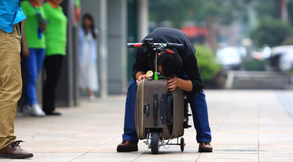 FOTOS: Una maleta ha sido convertida en moto eléctrica - 3