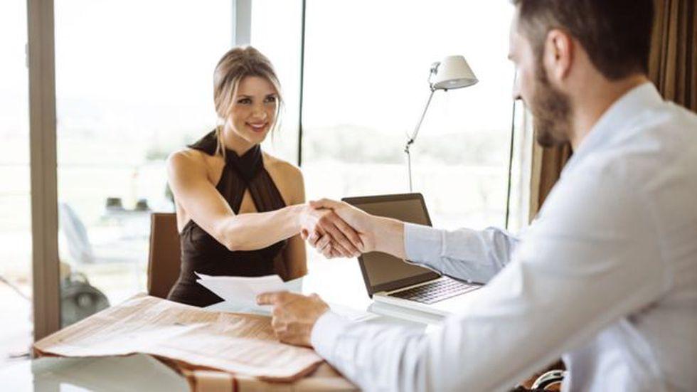 Los bonos de contratación a veces exigen ser devueltos si el empleado se va en el primer o segundo año. (Foto: Getty Images)