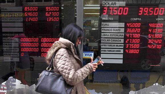 El peso argentinoarrastra una pérdida en torno al 53% en lo que va del 2018. (Foto: AFP)