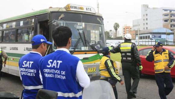 Chofer de combi atropelló a trabajador del SAT en operativo