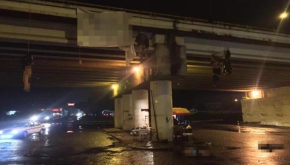 Dejan al menos 13 cadáveres desmembrados colgando en un puente de México. Foto: 452 Noticias vía El Universal de México/ GDA