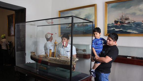 Cientos de niños, jóvenes y adultos acudieron hasta la casa museo Miguel Grau para conocer un poco de la vida del héroe de Angamos. (Foto: Ralph Zapata)