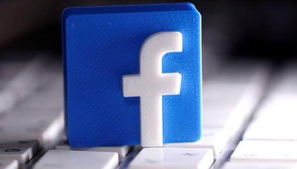 Un logotipo de Facebook impreso en 3D colocado en un teclado en esta ilustración tomada el 25 de marzo de 2020. (REUTERS/Dado Ruvic/Illustration).