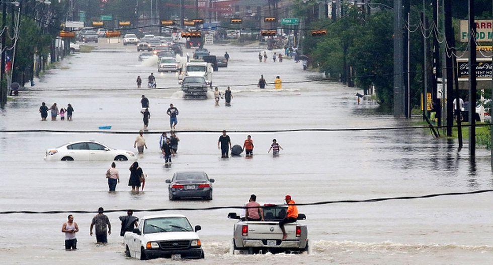 """""""Hay miles de personas fuera de sus casas, en refugios, esperando a que baje el agua"""", dijo el alcalde de Houston sobre el devastador paso de Harvey. (Foto: AFP)"""