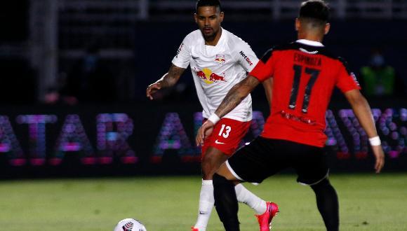 Bragantino derrotó 2-0 a Libertad en el partido de ida de las semifinales de la Copa Sudamericana en el estadio Nabi Abi Chedid.
