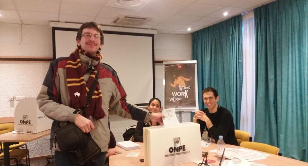 9.891peruanos asisten a las difrentes mesas de votaciones en Francia. (Foto: Cancillería)