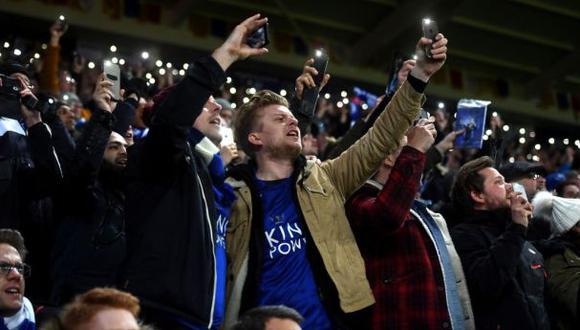 Leicester City: hinchas homenajearon a Ranieri en las gradas