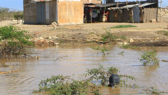 Los sitios donde hay aguas acumulados o estancadas son potencial criaderos de larvas del mosquito transmisor del dengue. (Foto: Johnny Aurazo)