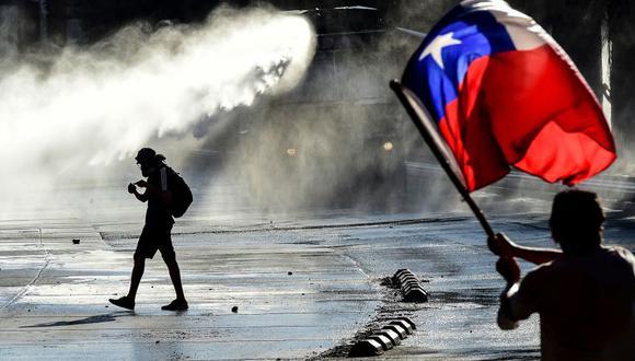 La ola de protestas en Chile dejó al menos 26 muertos, miles de detenidos y heridos así como cuantiosos daños a la propiedad pública y privada. (Foto: AFP)