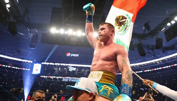 Saúl Álvarez se llevó la victoria ante Billy Joe Saunders por TKO | Foto: AFP