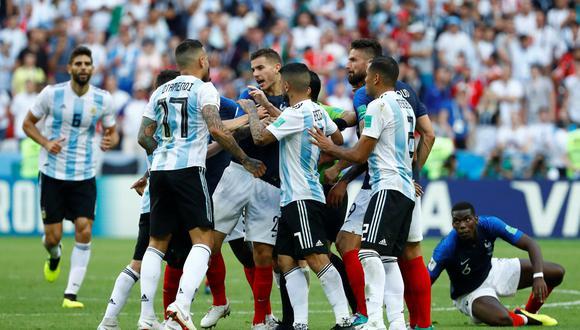 El zaguero argentino Nicolás Otamendi perdió los papeles en los minutos finales del cotejo mundialista ante Francia. Hizo lo mismo en contra de Rakitic frente a Croacia. (Foto: Reuters)