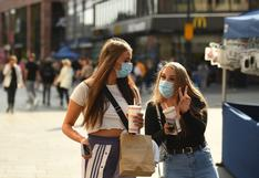 Inglaterra multará con casi 11.000 euros a los contagiados de coronavirus que no cumplan con aislarse