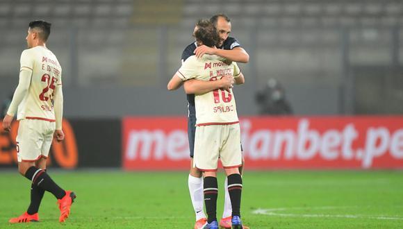Hernán Barcos y Hernán Novick abrazándose tras el final del Alianza Lima vs. Universitario | Foto: @LigaFutProf