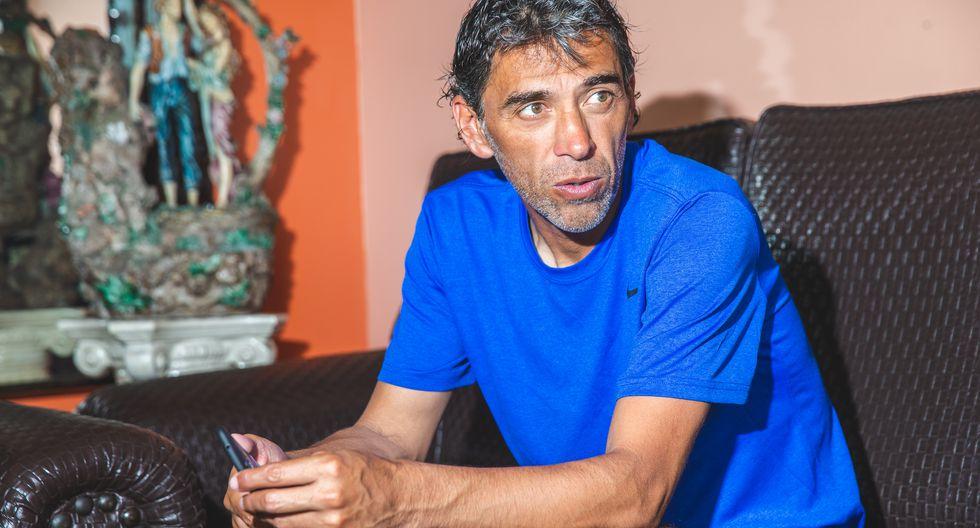 Juan Carlos Bazalar (52 años) asumió el reto de ascender por cuarta vez a la Primera División, ahora con Credicoop San Román en la Copa Perú. (Foto: Allen Quintana/GEC).