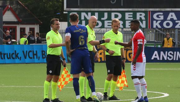 Araujo portó la cinta en el primer partido de la Eredivisie. (Foto: Emmen FC)