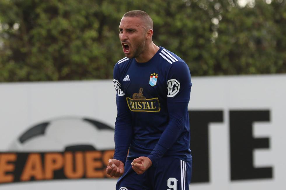 Emanuel Herrera anotó un doblete ante Llacuabamba y ya suma ocho goles en la Liga 1 2020 con Sporting Cristal. (Foto: Liga 1)