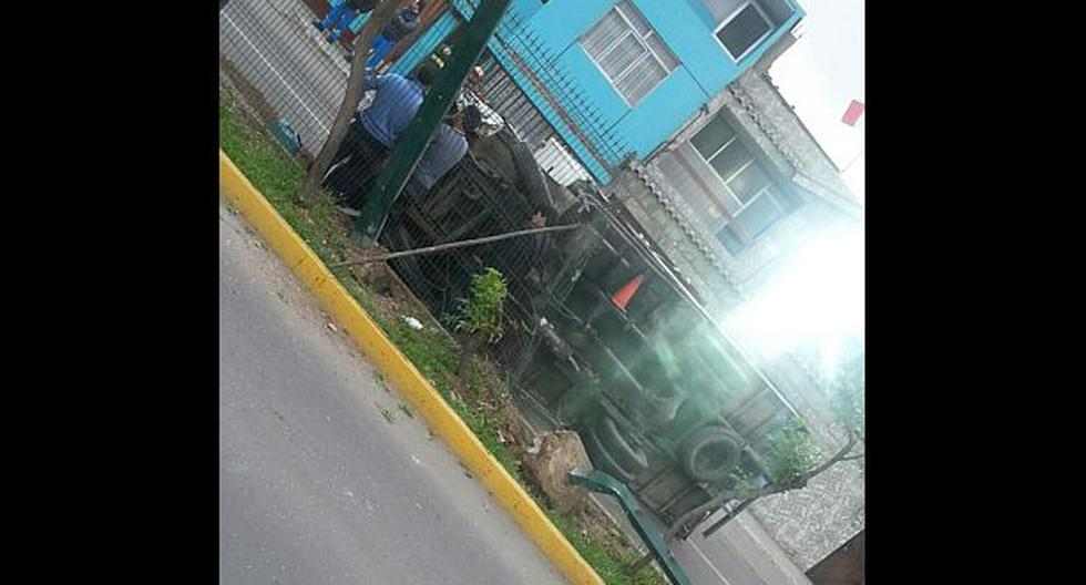 Chorrillos: camión se volcó cerca a la estación Matellini - 1