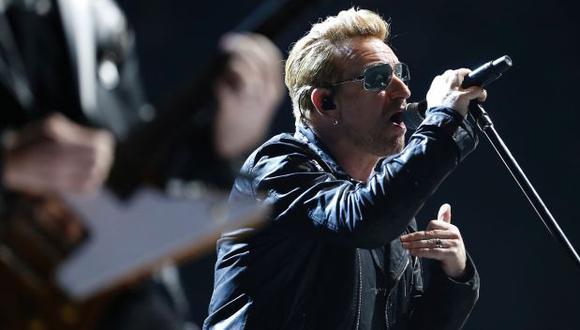 U2 le rindió tributo a las víctimas de los ataques en París