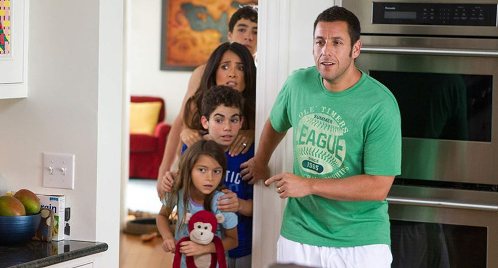 """Cameron Boyce compartió roles con Adam Sandler y Salma Hayek en """"Grown Ups 2"""". (Foto: AFP)"""