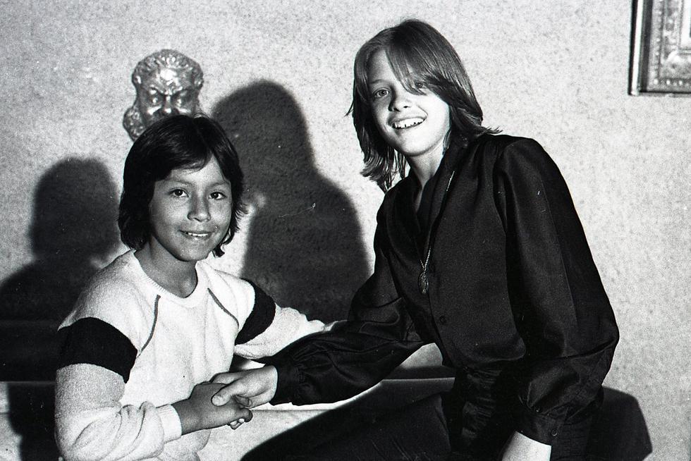 """El año 1982 un joven Luis Miguel, acompañado de su padre Luisito Rey, visitó Perú para promocionar su primer álbum. Durante esta visita tuvo un encuentro con el niño Rafael Vargas Guevara, cantante conocido como """"Rafaelito del Perú"""". (Foto: GEC Archivo Histórico)"""