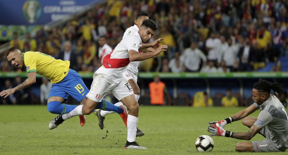 Selección peruana: la explicación del árbitro Roberto Tobar sobre jugada de penal de Carlos Zambrano. (Foto: AFP)