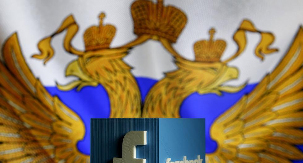 Imagen referencial que combina la bandera de Rusia y el logo de Facebook. REUTERS