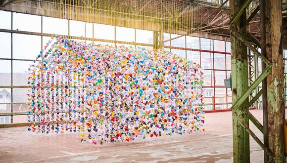 Una casa hecha con 10 mil origamis será el monumento que perdurará en la ciudad de Bruselas para celebrar al personal médico. / Foto: Charles Kaisin.
