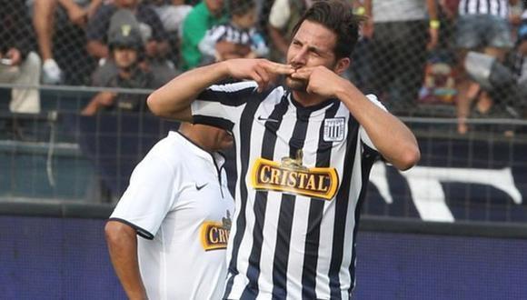 Claudio Pizarro vistiendo la camiseta de Alianza Lima en un partido benéfico. (Foto: GEC)