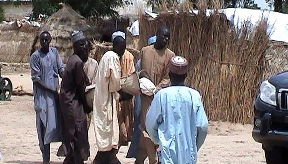 Una veintena de personas murieron en el tiroteo inicial emprendido por presuntos terroristas de Boko Haram en un funeral. El resto fueron asesinados por los yihadistas cuando intentaban huir. (AFP)