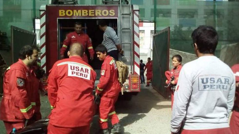 Bomberos peruanos viajan a Ecuador tras terremoto de 7,8 grados - 1