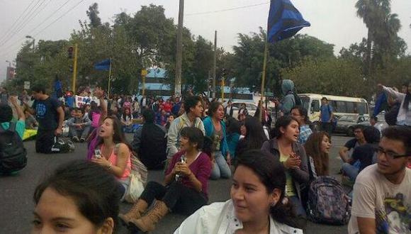 Estudiantes de la Universidad Agraria marcharon contra rector