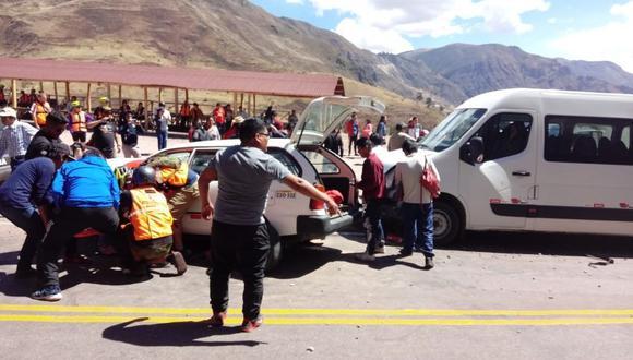 El accidente dejó 24 personas heridas, que se trasladaban en un auto y una van. (Foto: PNP)