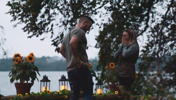Decide pedirle matrimonio a su enamorada pero su hermana se roba el protagonismo al disfrazarse de árbol (Foto: Twitter)