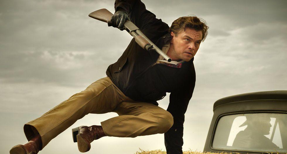 """""""Once Upon a Time…in Hollywood"""". Escrita y dirigida por Quentin Tarantino., la historia gira alrededor de la vida de dos amigos en medio del Hollywood de los años 60 y el fanatismo de la secta llamada Familia Manson. Está protagonizada por Leonardo DiCaprio, Brad Pitt y  Margot Robbie."""