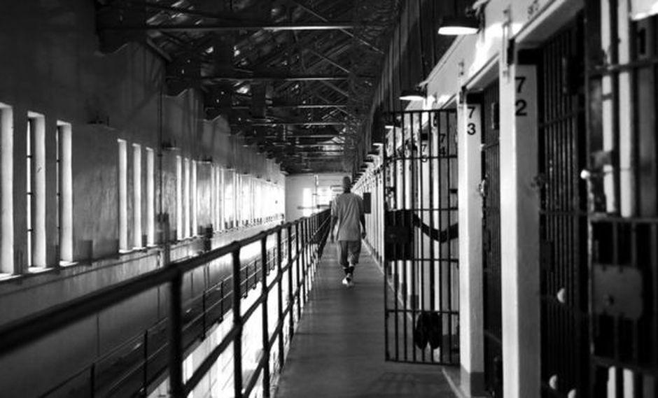 Cientos de personas han sido exoneradas de sus condenas gracias a la revisión de sus casos en los últimos años en Estados Unidos.