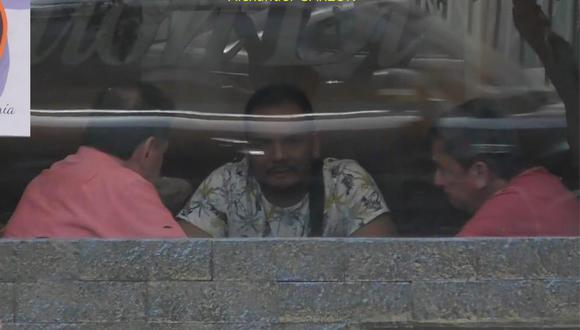 Policía registro el encuentro en una cafetería entre el productor de cine Alexander Garzón, el colombiano Mario Alemán y un extranjero no identificado. (Foto: PNP)