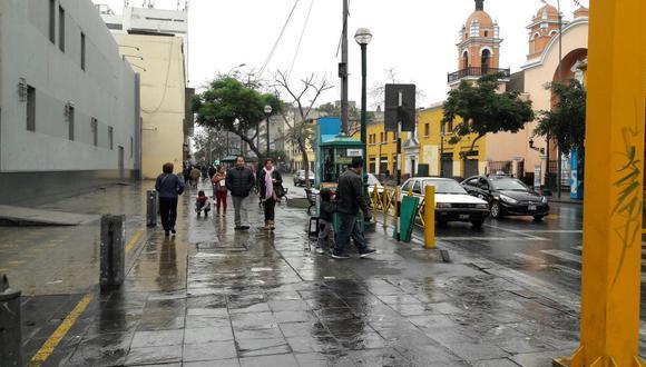 Intensa llovizna sorprendió a limeños esta mañana. Senamhi espera que los días de lluvia no continúen hasta el miércoles. (Foto: Jorge Malpartida / El Comercio)