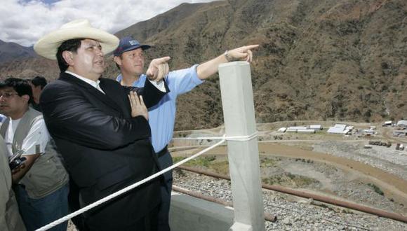 García y Barata en uno de los viajes que hicieron a Lambayeque, en el segundo gobierno aprista, para supervisar obras de Olmos. Odebrecht ya vendió el proyecto. (Foto: Sepres)