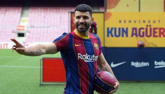 Sergio Agüero posó para sesión fotográfica tras fichaje por Barcelona. (Foto: AFP)
