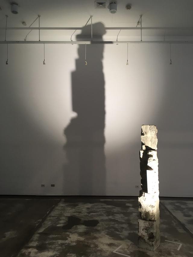 Para León Xjiménez, el artista es alguien que torna contemporáneo su vínculo con el museo, echa mano de la historia para generar nuevas narraciones pertinentes como comentarios del momento presente. (Foto: Carlos León Xjiménez)