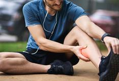 Los temidos calambres al correr: cómo tratarlos y prevenirlos